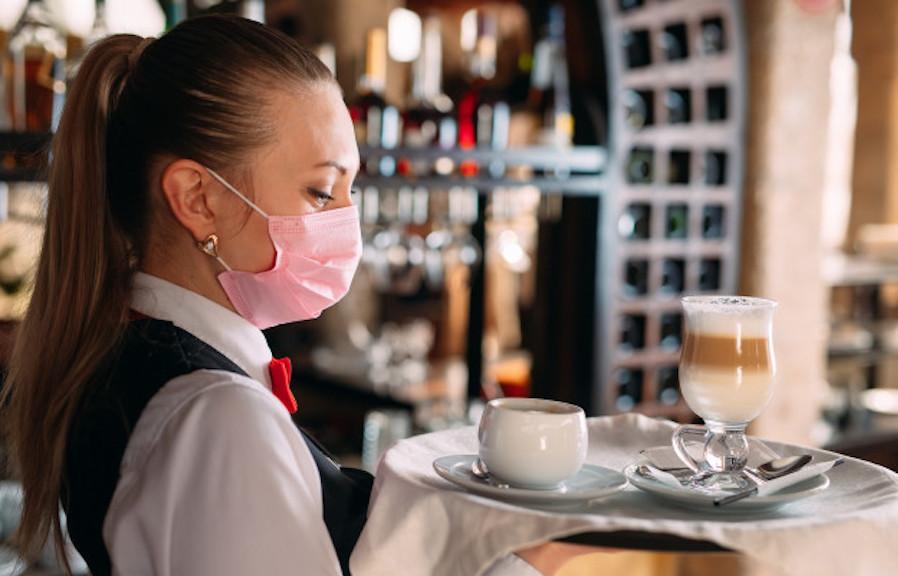 """Konobarica otkrila kakvu to kafu pravi gostima koji je nerviraju: """"NEMAJU POJMA ŠTA PIJU!"""""""